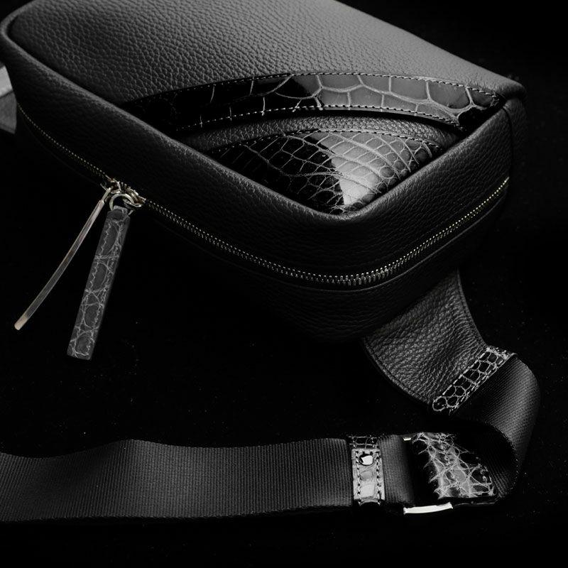 おしゃれな人気ブランドのメンズボディバッグ 池田工芸 Crocodile Body Bag Voyager Dx